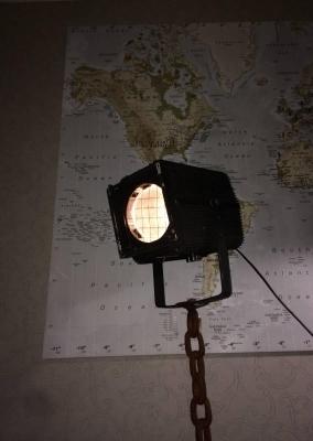 Theaterlamp op ketting staander